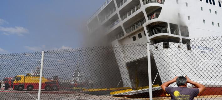 Ακόμη καίει η φωτιά στο πλοίο Βενιζέλος /Φωτογραφία: Intime News/ΒΑΡΑΚΛΑΣ ΜΙΧΑΛΗΣ