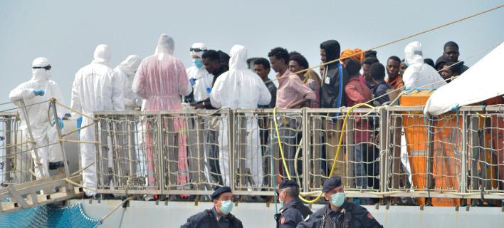 Πλοίο με μετανάστες/Φωτογραφία: AP