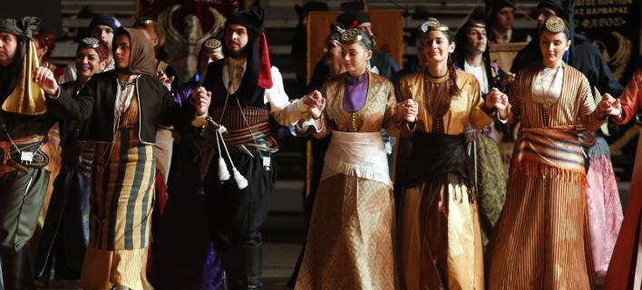 «Βούλιαξε» το ΣΕΦ από χορευτές στο 13ο Πανελλαδικό Φεστιβάλ Ποντιακών Χορών- Πάνω από 2.000 έλαβαν μέρος [εικόνες]