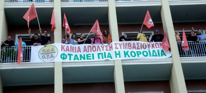 Κατάληψη στο γραφείο του Πάνου Σκουρλέτη από συνδικαλιστές της ΠΟΕ-ΟΤΑ