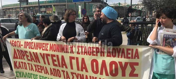 Διαμαρτυρία της ΠΟΕΔΗΝ έξω από τη ΓΑΔΑ [εικόνες & βίντεο]
