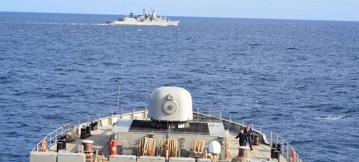 Το Πολεμικό Ναυτικό σε πλήρη ετοιμότητα – Αρματαγωγά και φρεγάτες δάμασαν τον Παγασητικό [εικόνες]