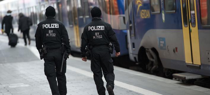Τραυματίστηκαν αστυνομικοί σε συναυλία- Φωτογραφία:AP