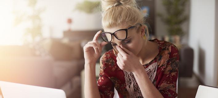 Γυναίκα με πονοκέφαλο /Φωτογραφία: Shutterstock
