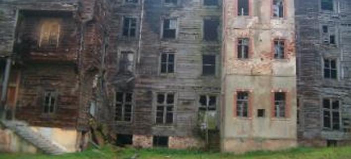 Το 120 ετών κτήριο έχει υποστεί μεγάλες ζημιές και κινδυνεύει με κατάρρευση, φωτογραφίες: omogeneia-turkey.com