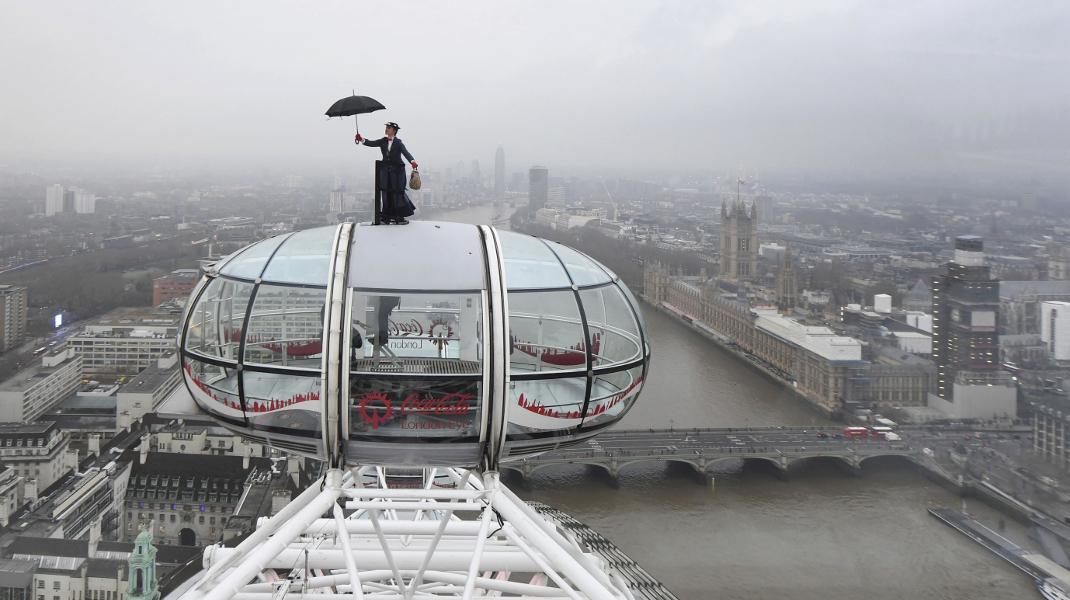Happening στο Λονδίνο με αφορμή την πρεμιέρα της ταινίας «Η Μαίρη Πόπινς επιστρέφει» -Φωτογραφία: Joe Giddens/PA via AP