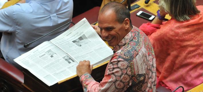 To Twitter ξεσαλώνει με το πουκάμισο τεντόπανο Βαρουφάκη