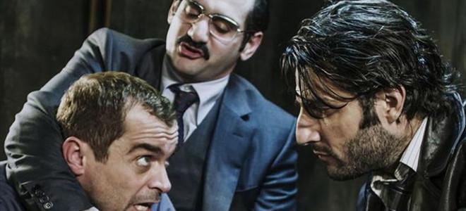 THEATRALE: Γιατί όλοι μιλάνε για τον «Πουπουλένιο» Μαρκουλάκη και τι είναι η «Μι