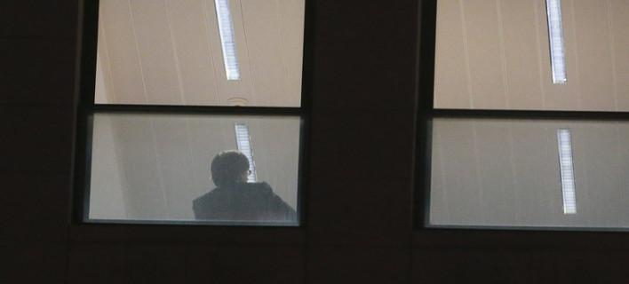 Ο Πουτζδεμόν στο γραφείο του εισαγγελέα (Φωτογραφία: ΑΠΕ/  EPA/OLIVIER HOSLET)