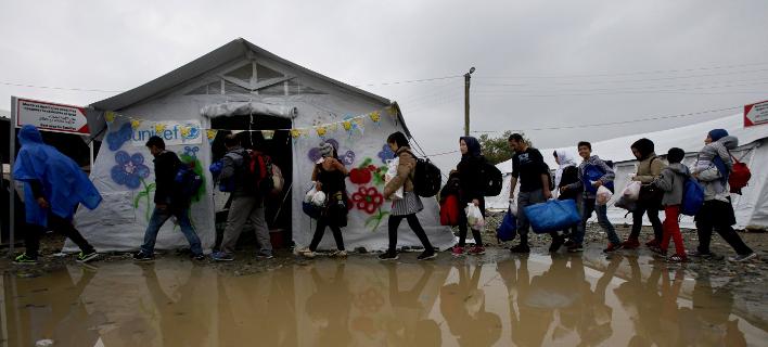 Πρόταση Σόιμπλε: Πανευρωπαϊκό χαράτσι για τους πρόσφυγες