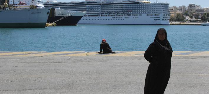 Φωτογραφία: Eurokinissi/ Μυτιλήνη: Αναχώρησαν για τον Πειραιά 344 πρόσφυγες και μετανάστες