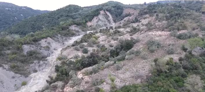 Συνεχίζονται οι κατολισθήσεις στην Κρυοπηγή Πρέβεζας- Τεράστια ανησυχία από κατοίκους και ειδικούς [βίντεο]