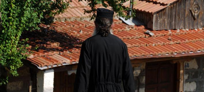 Θύμα ληστείας έπεσε ιερέας. Φωτογραφία: Eurokinissi/ Θανάσης Καλλιάρας