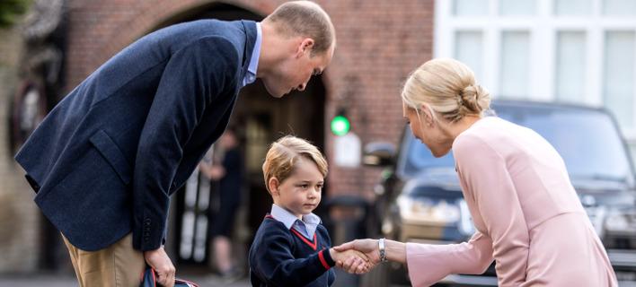 Ο πρίγκιπας Τζορτζ την πρώτη ημέρα στο σχολείο. Πηγή φωτό: AP/Richard Pohle