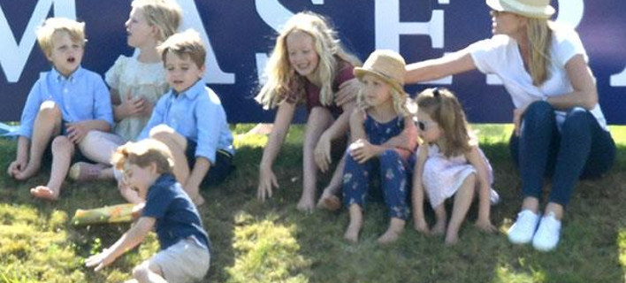 Τα γέλια έφεραν κλάματα: Η τούμπα του πρίγκιπα Τζορτζ, τον έσπρωξαν και κουτρουβάλησε πρανές [βίντεο]