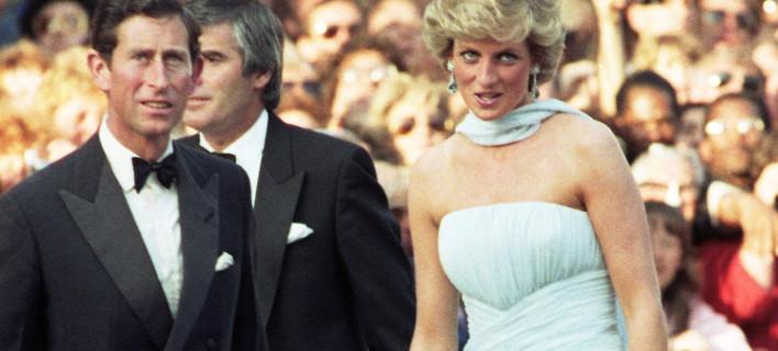 Η Νταϊάνα με τον Κάρολο σε μια από τις κοινές τους εμφανίσεις /Φωτογραφία: AP Photo