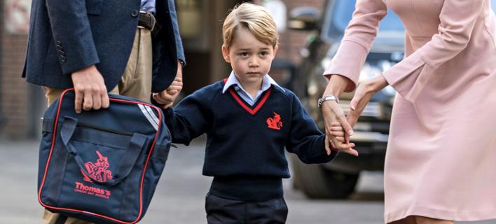 Ο πρίγκιπας Τζορτζ, την πρώτη ημέρα στο σχολείο. Φωτογραφία: AP