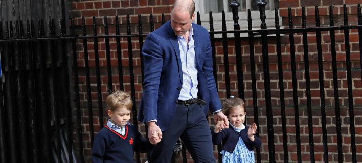 Ο πρίγκιπας Γούλιαμ με τα παιδιά του, Τζορτζ και Σάρλοτ (Φωτο:AP/Kirsty Wigglesworth)