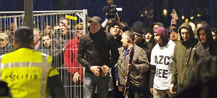Χαμός στην Ολλανδία -Ξεσηκώθηκε μια πόλη και αντιδρά στο άνοιγμα κέντρου υποδοχής μεταναστών [εικόνες]