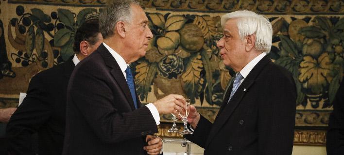 Ο Προκόπης Παυλόπουλος με τον Πορτογάλο ομόλογό του (Φωτογραφία: EUROKINISSI/ΓΙΩΡΓΟΣ ΚΟΝΤΑΡΙΝΗΣ)