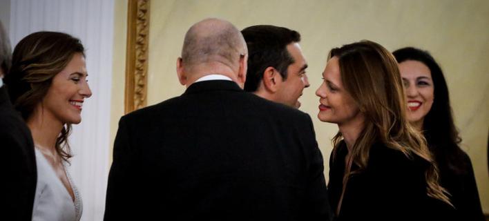 Χαμόγελα και χειραψίες στο προεδρικό στη δεξίωση προς τιμήν του Γερμανού προέδρου -Φωτογραφίες: EUROKINISSI/ΓΙΩΡΓΟΣ ΚΟΝΤΑΡΙΝΗΣ