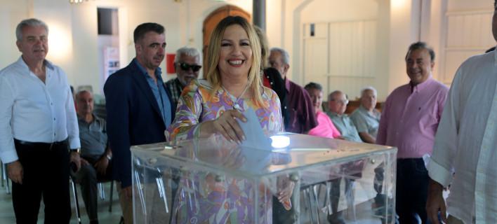 ΚΙΝΑΛ: Στις κάλπες για τις εκλογές στις Τοπικές Οργανώσεις -Στο Λαύριο ψήφισε η Φώφη