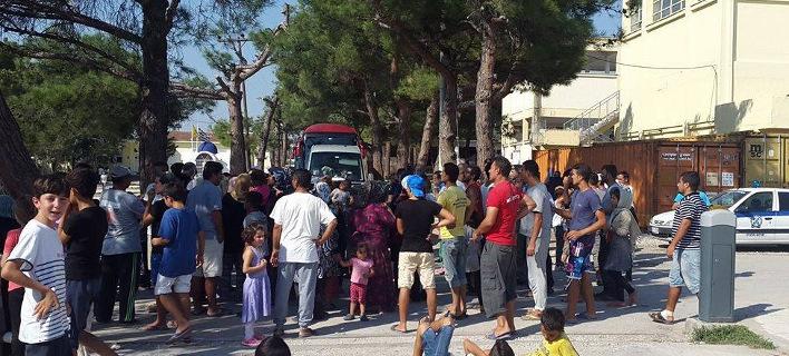 Ενταση στο κέντρο προσφύγων στα Διαβατά με μέλη του ΕΛΚ -Πρόσφυγες απέκλεισαν την είσοδο [εικόνες]