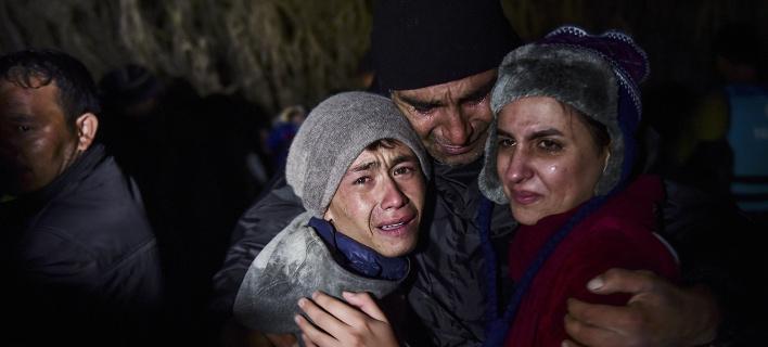 Guardian: Χάος στα ελληνικά νησιά με το σύστημα καταγραφής -Οι πρόσφυγες αναγκάζονται να ψεύδονται