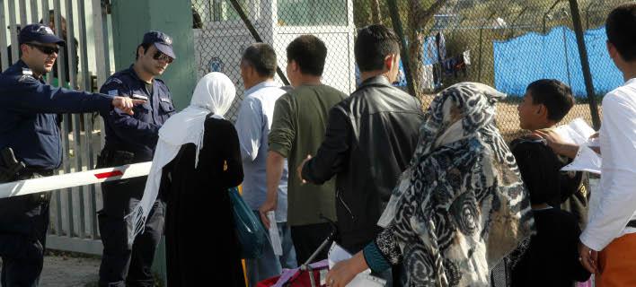 Η ΕΕ αρνείται να στείλει στην Ελλάδα υπαλλήλους για τους πρόσφυγες επειδή φοβούνται