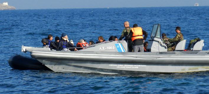 Υπό άκρα μυστικότητα έφτασαν στον Πειραιά οι 17 Τούρκοι που ζητούν πολιτικό άσυλο