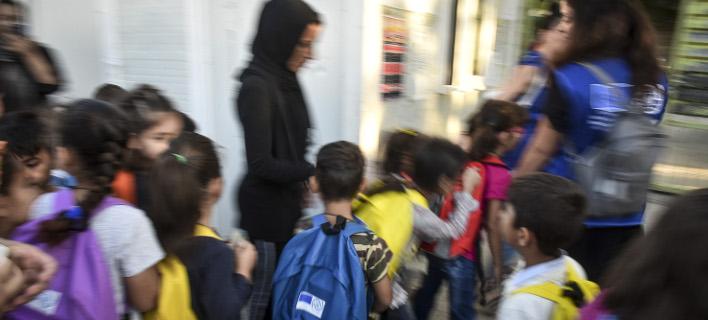 Προσφυγόπουλα, φωτογραφία: EUROKINISSI/ΤΑΤΙΑΝΑ ΜΠΟΛΑΡΗ
