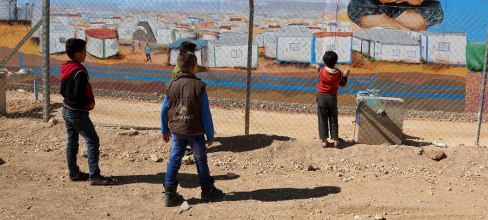 Προσφυγόπουλα σε καταυλισμό στην Ιορδανία (Φωτο αρχείου: ΑΡ)