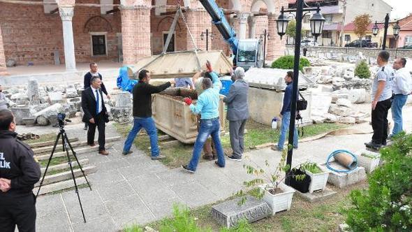 Βρέθηκαν αρχαίοι τάφοι σε ελαιώνα στην Προύσα (φωτό)