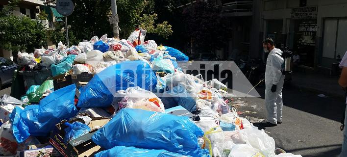 Αρχισαν οι ψεκασμοί στα σκουπίδια -Τοξικό κοκτέιλ η αποσύνθεση με τον καύσωνα [εικόνες]