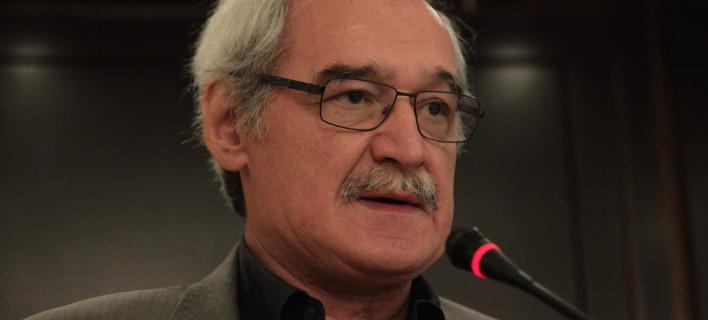 Ο Χουντής καταγγέλλει ότι θα παραγραφούν φόροι και πρόστιμα από τις λίστες των μεγαλοκαταθετών