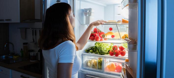 Πώς οργανώνει το ψυγείο του ο Ακης Πετρετζίκης [βίντεο]