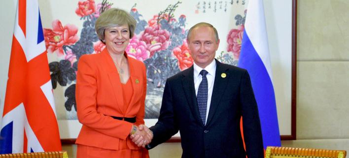 Η Τερέζα Μέι με τον Βλαντιμίρ Πούτιν (Φωτογραφία: AP)
