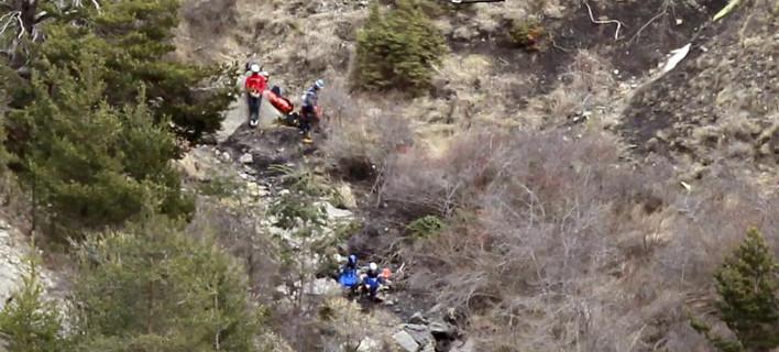 Ανατριχιαστική μαρτυρία από το δυστύχημα στις γαλλικές Αλπεις: Δεν βρίσκουμε σώματα, μόνο κομμάτια τους στο μέγεθος λάπτοπ