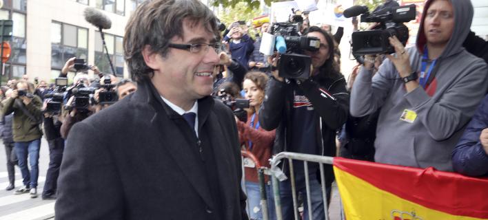 Ο Πουτζδεμόν επιστρέφει στη Βαρκελώνη (Φωτογραφία: AP/ Olivier Matthys)