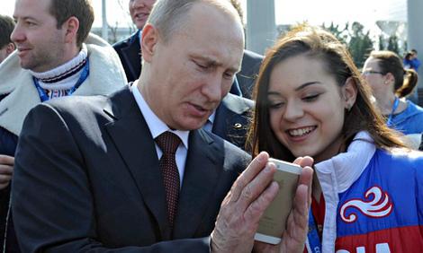 Τα αγαπημένα κινητά των μεγάλων ηγετών – Με ποιες συσκευές επικοινωνούν Ομπάμα Μέρκελ, Ολάντ