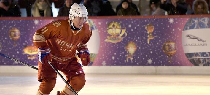 Ο Βλαντιμίρ Πούτιν παίζει χόκεϊ επί πάγου, Φωτογραφία: AP