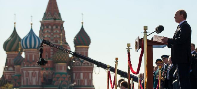 Ολόκληρη μεραρχία παρέλασε στην Κόκκινη Πλατεία μπροστά στον «πατερούλη» Πούτιν