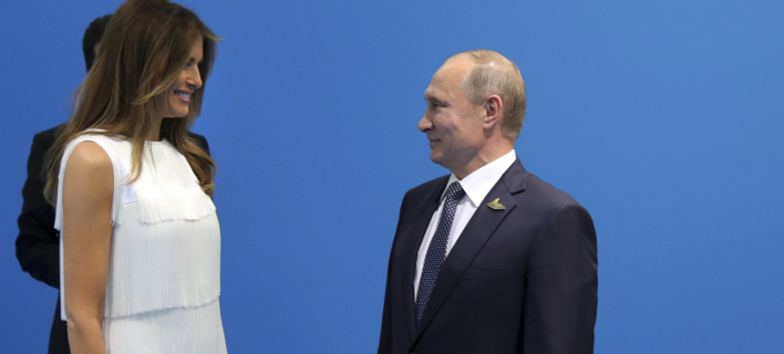 Η Μελάνια Τραμπ με τον Βλαντιμίρ Πούτιν (Φωτογραφία: AP/ Mikhail Klimentyev)