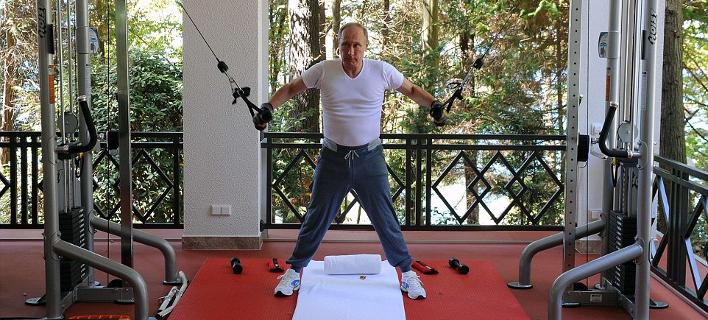 Πούτιν και Μεντβέντεφ κάνουν επίδειξη δύναμης και γυμνάζονται μαζί [εικόνες & βίντεο]