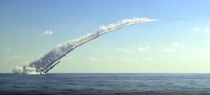Πύραυλος εκτοξεύεται από ρωσικό υποβρύχιο (Φωτογραφία: AP)
