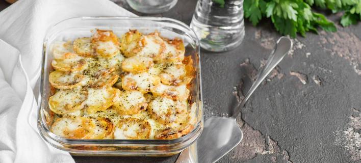 Ενα σουφλέ με πατάτες σε πυρέξ, Φωτογραφία: Shutterstock
