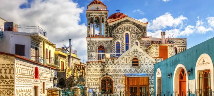 Το ελληνικό χωριό που μοιάζει με περίτεχνο κέντημα -H διακόσμησή του το καθιστά μοναδικό [εικόνες]