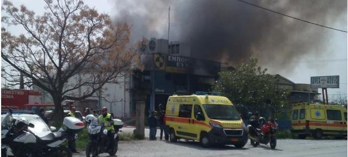 Πυρκαγιά ξέσπασε σε εργοστάσιο στα Κάτω Λεχώνια Βόλου. Φωτογραφία: e-thessalia