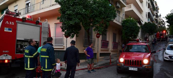 Μια γυναίκα χωρίς τις αισθήσεις της ανέσυραν οι πυροσβέστες από πυρκαγιά σε διαμέρισμα στη Ν. Ιωνία -Φωτογραφία αρχείου: Intimenews/ΒΑΡΑΚΛΑΣ ΜΙΧΑΛΗΣ