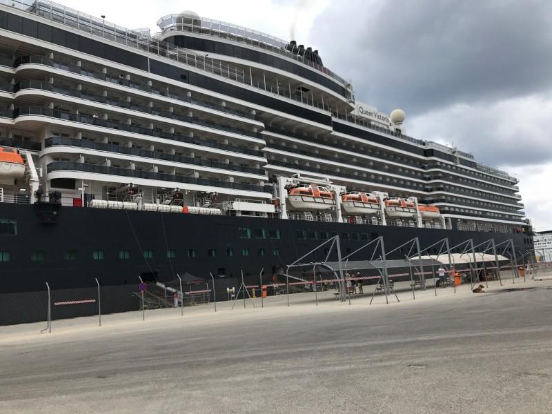 Εντυπωσιακό: Για πρώτη φορά στο λιμάνι των Χανίων το πολυτελές κρουαζιερόπλοιο «Queen Victoria»!(photos)